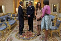U.S. President Barack Obama (L) and first lady Michelle Obama (R) talk to Britain's Prince William (2nd L) and Catherine, Duchess of Cambridge, at Buckingham Palace, in London May 24, 2011.