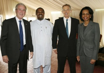 Former U.S. President Bush, Chairman of THISDAY Newspapers Obaigbena, Britains former PM Blair and former U.S. Secretary of State Rice pose for photograph in Abuja