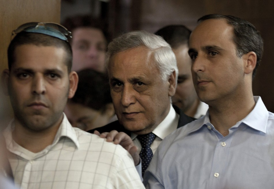 Former Israeli President Moshe Katsav (C) is seen inside the court room at a district court in Tel Aviv March 22, 2011. Katsav was sentenced on Tuesday to seven years in jail for rape, a case that brought shame to Israel's highest office and sent a f