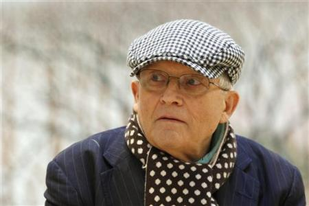 David Hockney OM Criticises Damien Hirst for Using Art Assistants