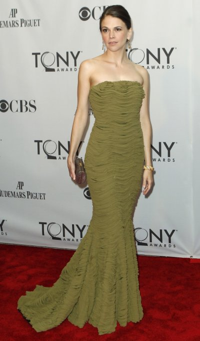 Sutton Foster, nominated for best performance by an actress in a leading role in a musical for 039Anything Goes039 poses as she arrives during the American Theatre Wing039s 65th annual Tony Awards ceremony in New York, June 12, 2011