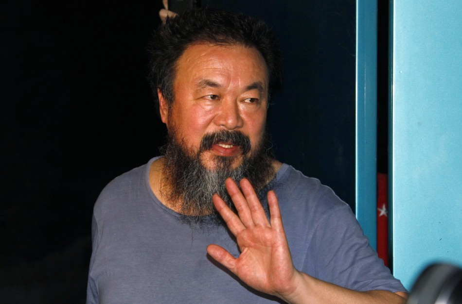 [PHOTOS] China artist Ai Weiwei freed on bail