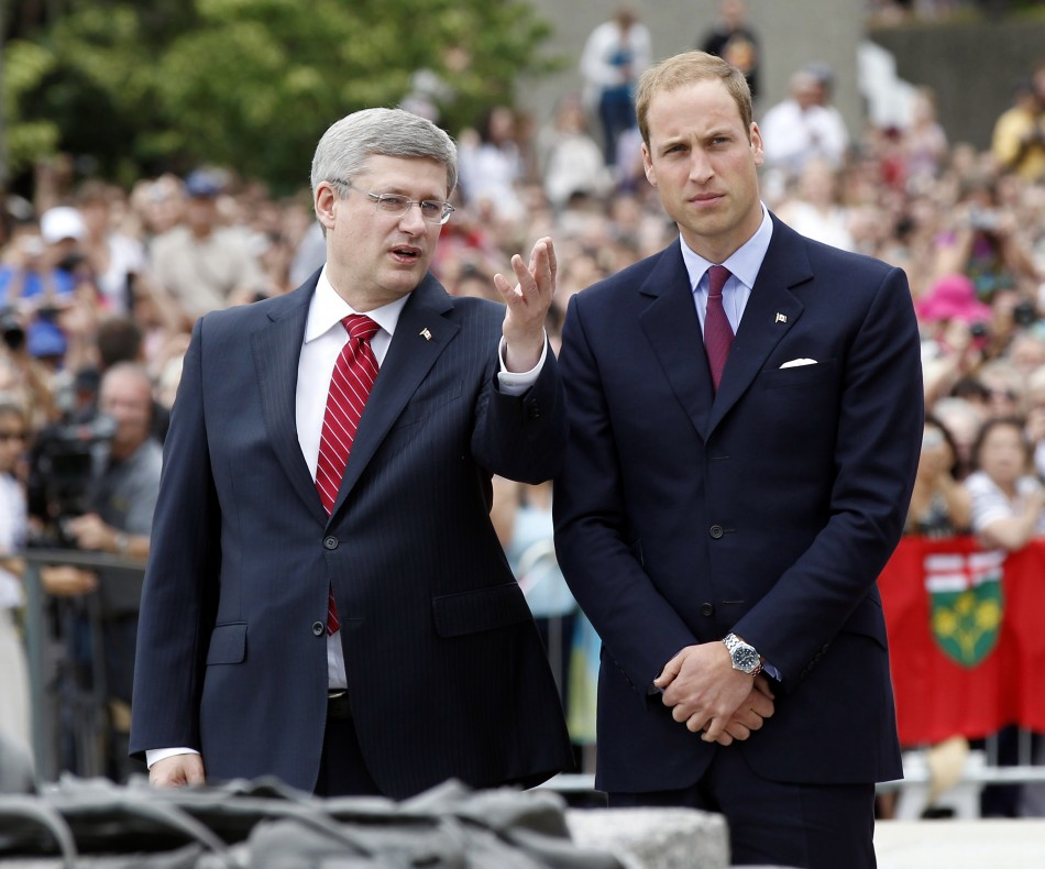 Canadas PM Harper and Britains Prince William take part in a ceremony at the National War Memorial in Ottawa