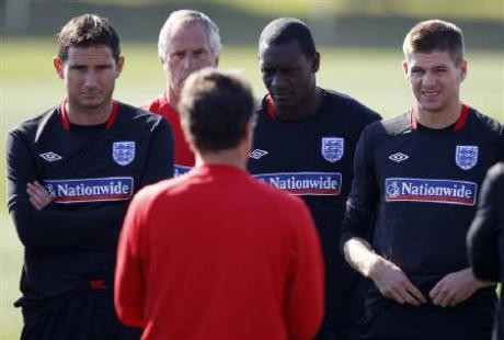 England's coach Fabio Capello (back to camera) speaks to Steven Gerrard (R), Emile Heskey (2nd R) and Frank Lampard (L) during a World Cup soccer training session at the Royal Bafokeng Sports Campus near Rustenburg June 21, 2010.