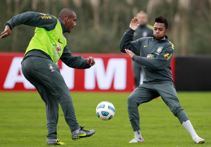 Maicon and Robinho