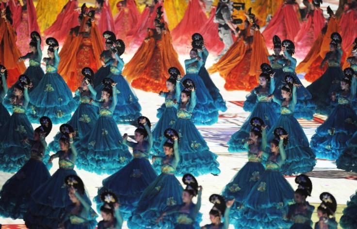 Top 20 unbelievable crowd display performances around the world (Photos)