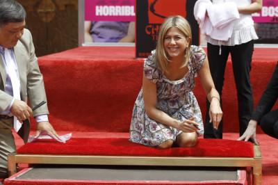 Jennifer Aniston Gets Hollywood Handprint
