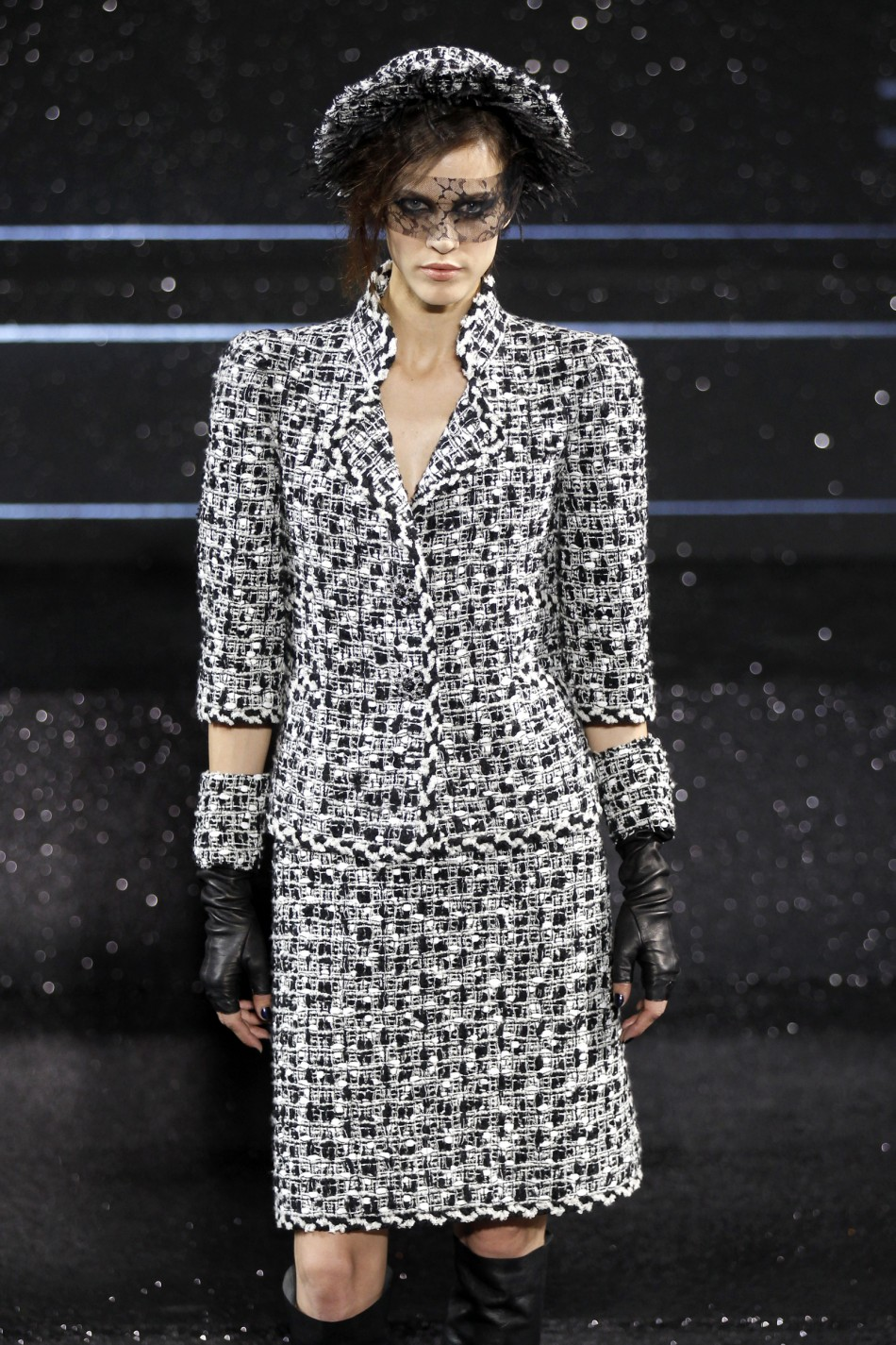 Paris haute couture week day 2 chanel for Haute couture fashion house