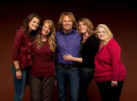 Kody Brown with sister wives (L to R) Robyn, Christine, Meri and Janelle.
