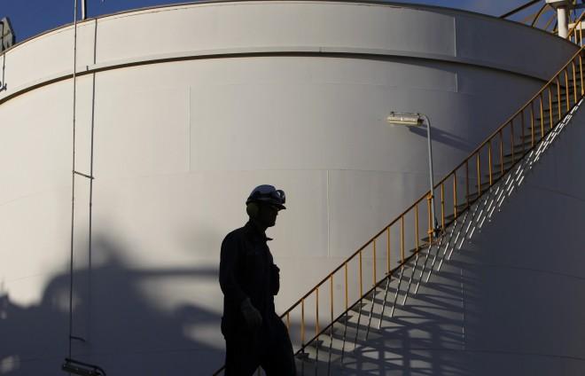 Crude oil slumps due to economic fears