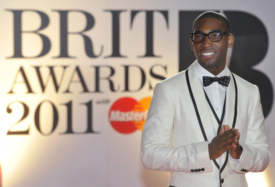 quotEarthquakequot from singer-songwriter Labrinth, featuring rapper Tinie Tempah came second at UK singles charts.
