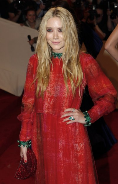 Mary Kate Olsen arrives at the Metropolitan Museum of Art Costume Institute Benefit celebrating the opening of Alexander McQueen Savage Beauty, in New York
