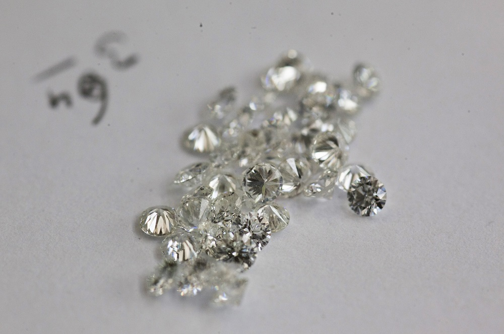 Man Returns 0,000 Worth Of Diamonds in Israel