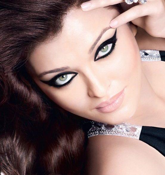 Aishwarya Rai Bachchan Defends Showbiz Marriages Following Hrithk Roshan's Divorce.