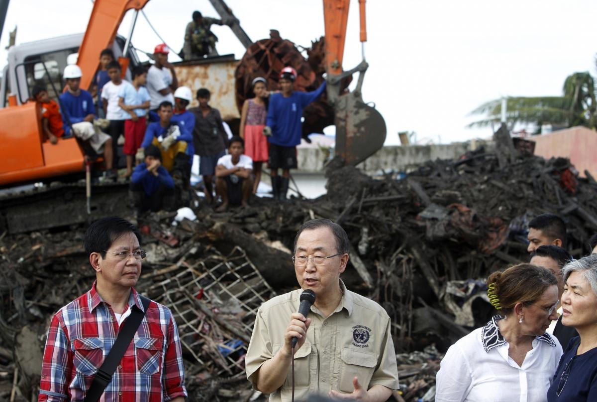 Ban Ki-Moon addresses Hurrican Haiyan victims in Tacloban, Phillipines.