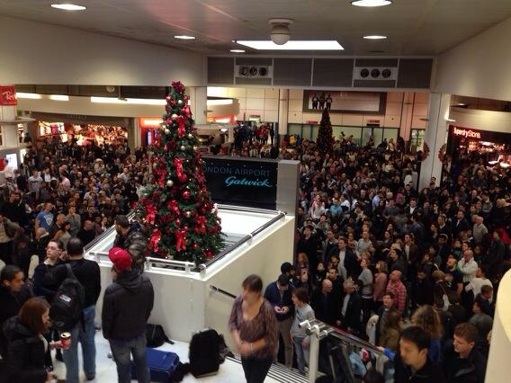 A crowded North Terminal at Gatwick Airport (Twitter. Victor Barro)