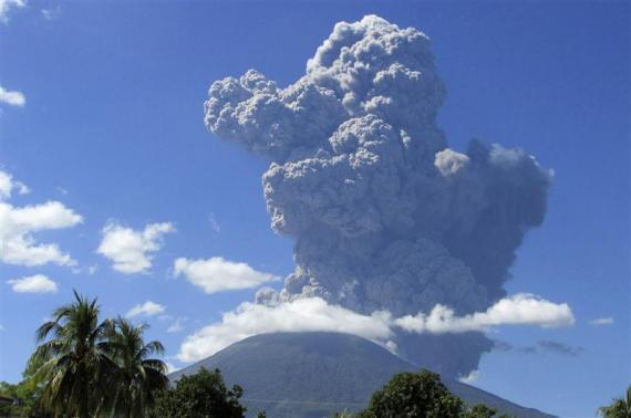 El Salvador Volcano Eruption Caught on Camera