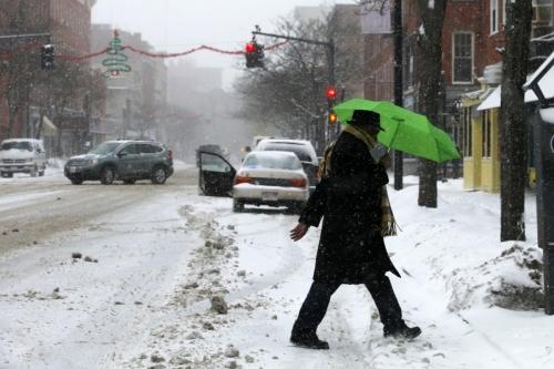 Heavy Snowfall Batters US Northeast