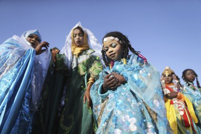 Tuareg women sings traditional songs.