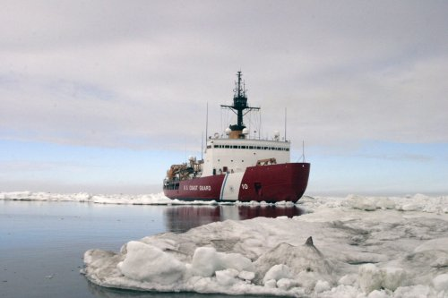 Polar Star, the U.S. Coast Guard icebreaker, was sent to help free Russian ship Akademik Shokalskiy and Chinese icebreaker Snow Dragon gripped by Antarctic ice.