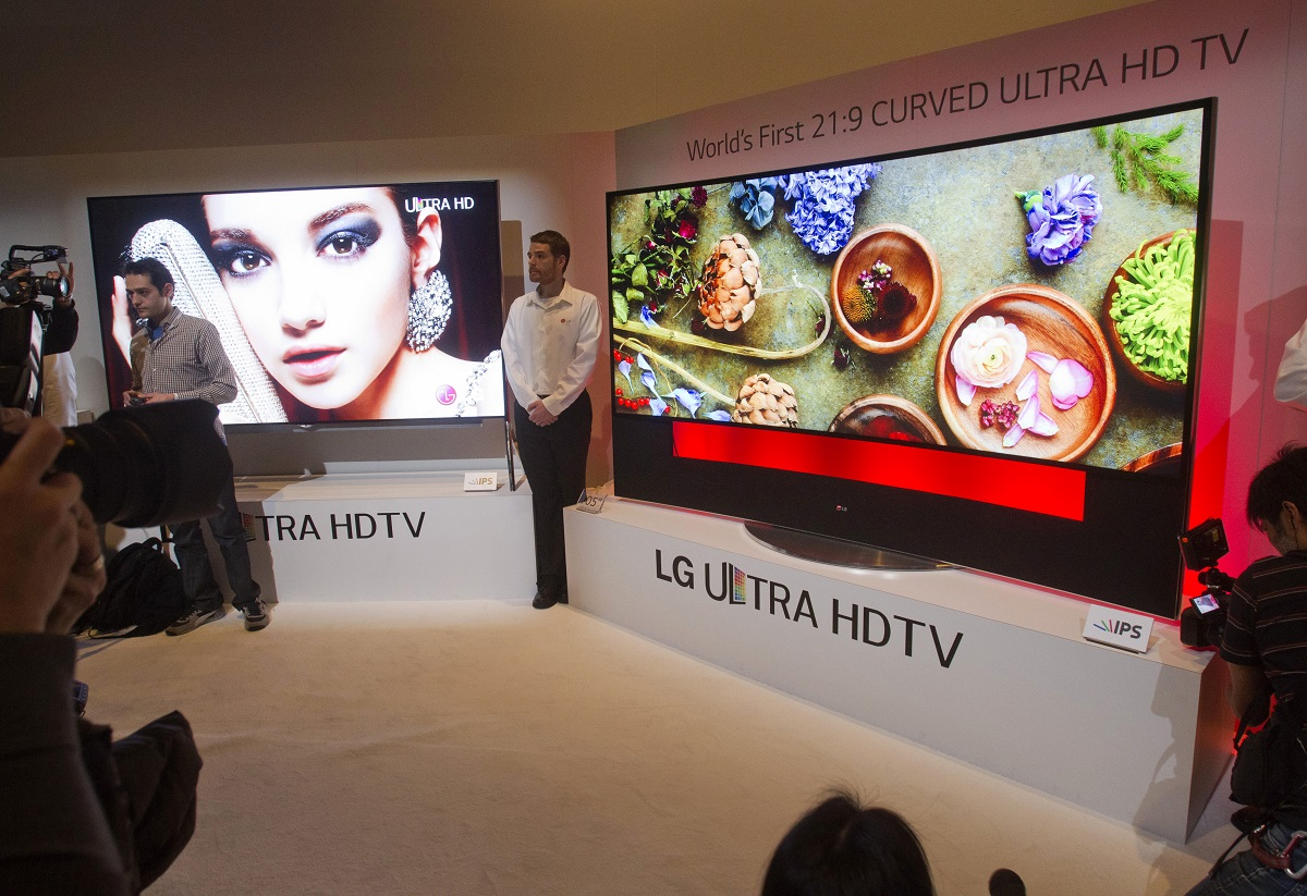 LG Unveils Rollable TV Display Panels