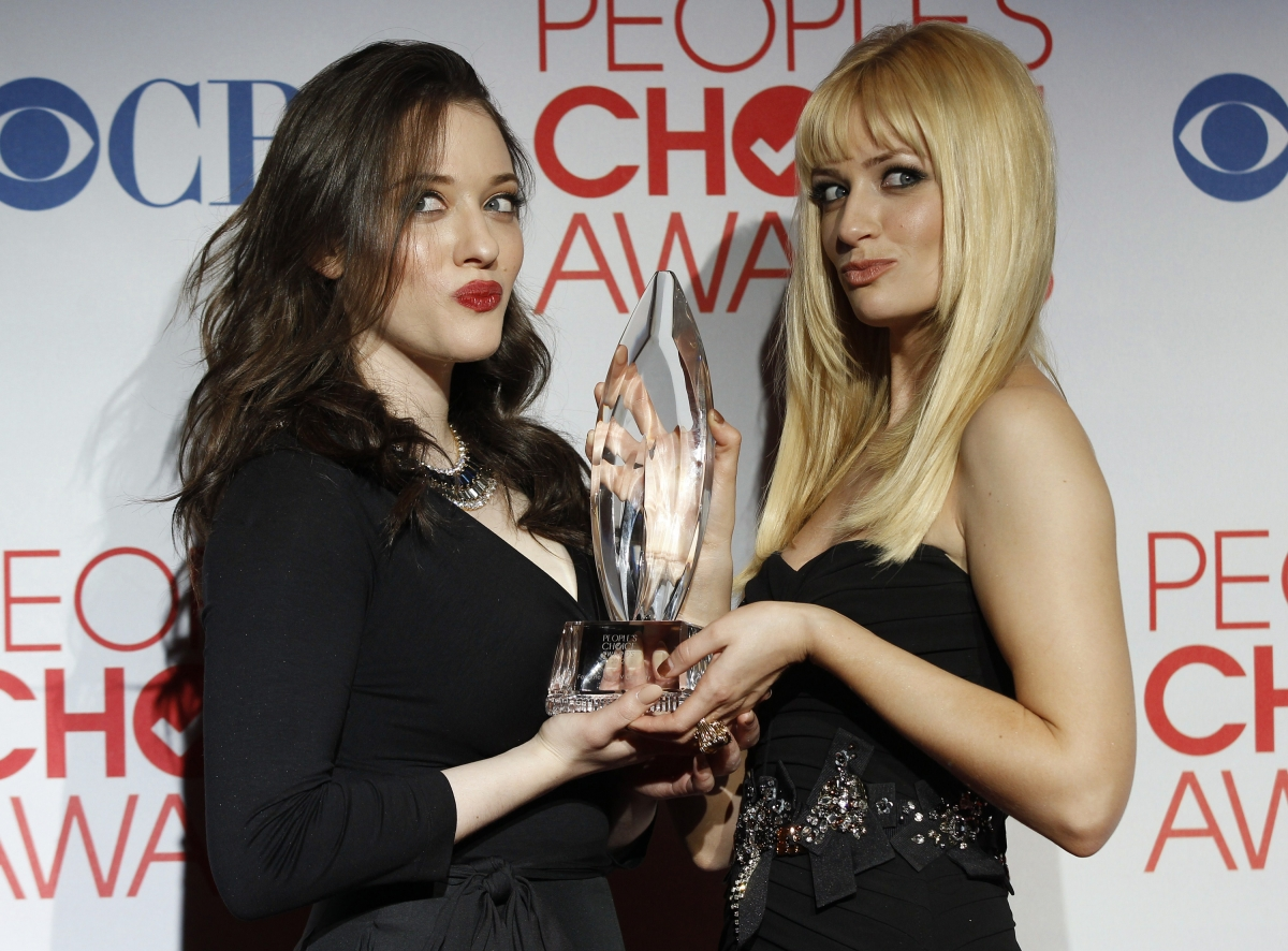 The 40th annual People's Choice Awards will be hosted by Beth Behrs and Kat Dennings of 2 Broke Girls.