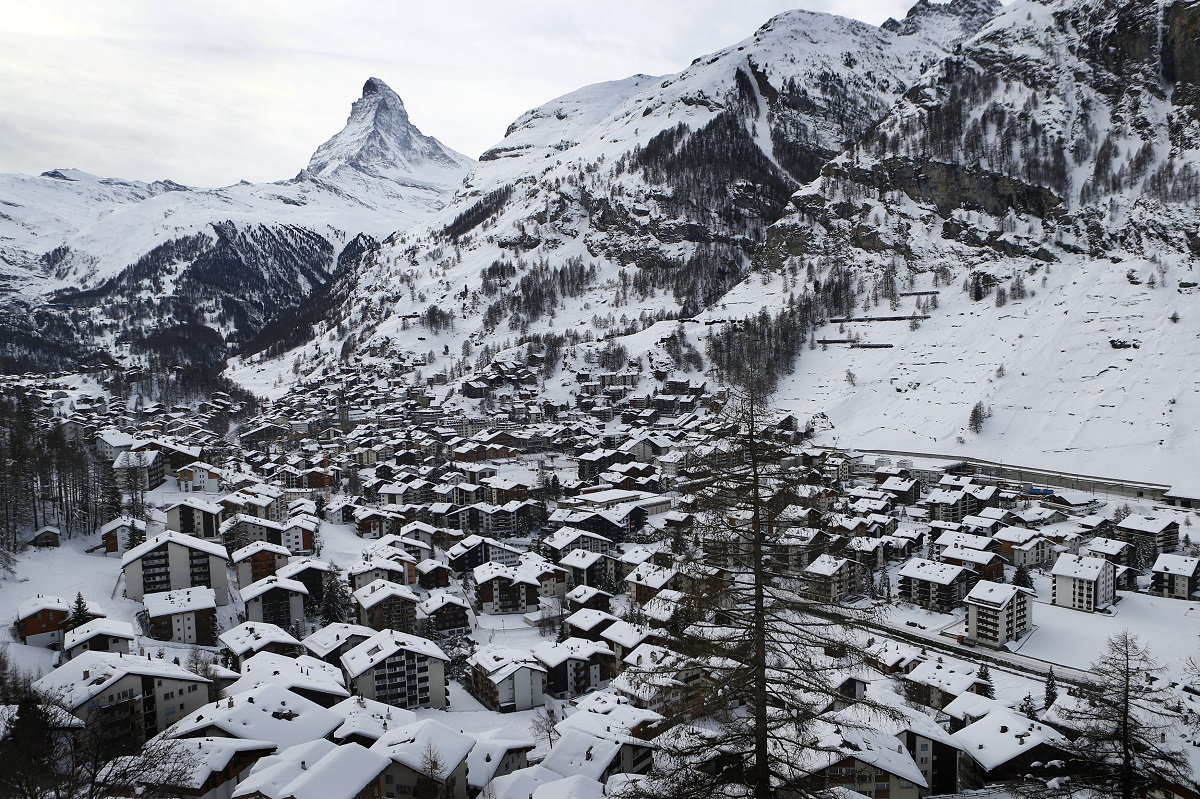 Swiss glacier reveals couple lost in 1942