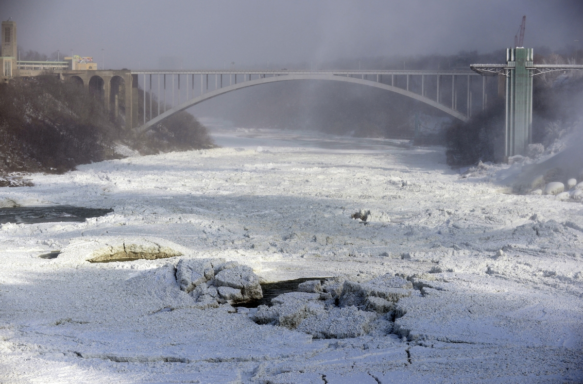 The Rainbow Bridge shown in Niagara Falls, Ontario, January 8, 2014.