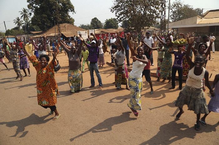 Crowds in Bangui celebrate Michel Djotodia's resignation