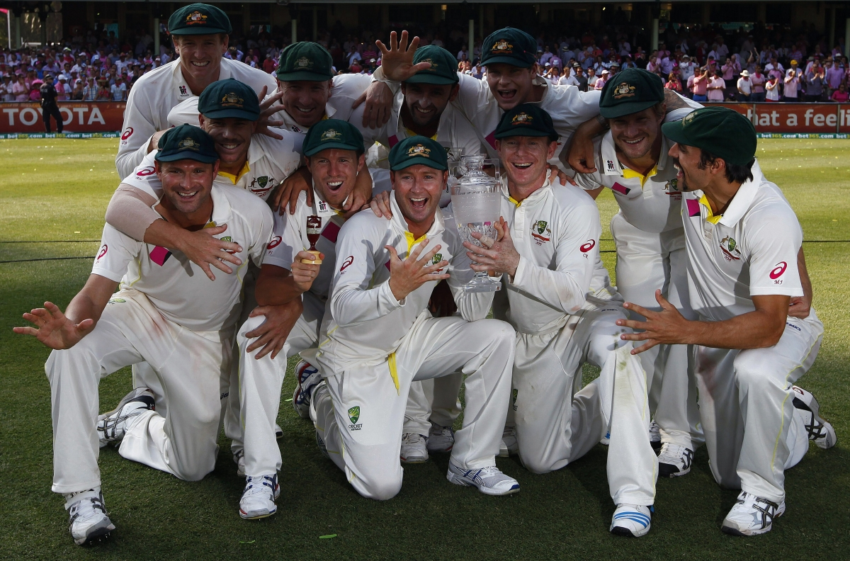 Australia celebrate winning Ashes 2013/14