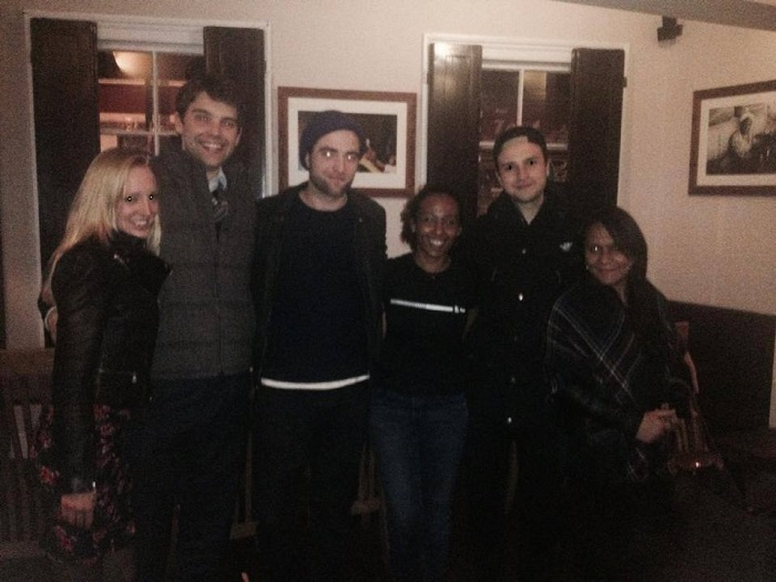 Robert Pattinson and friends dine out