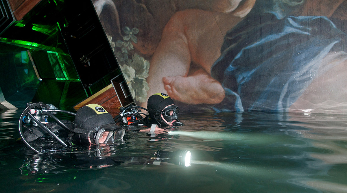 Costa Concordia: 20 Powerful Photos of the Cruise Ship Disaster and ...