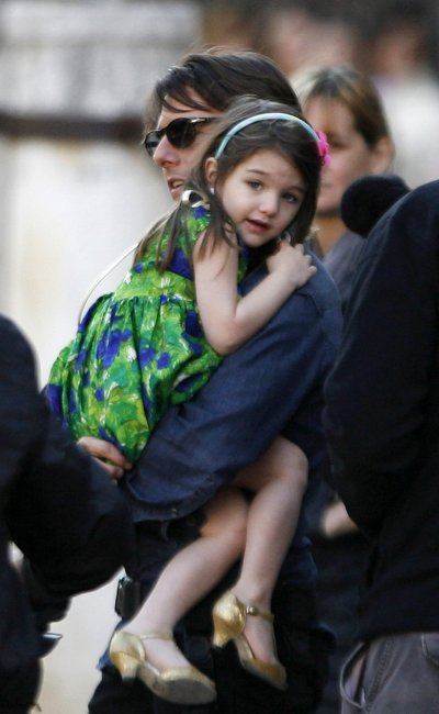 Tom Cruise holds his daughter Suri during a break in filming in Seville.