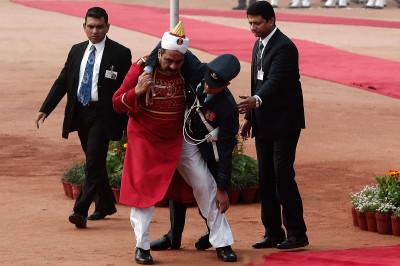 india fainted