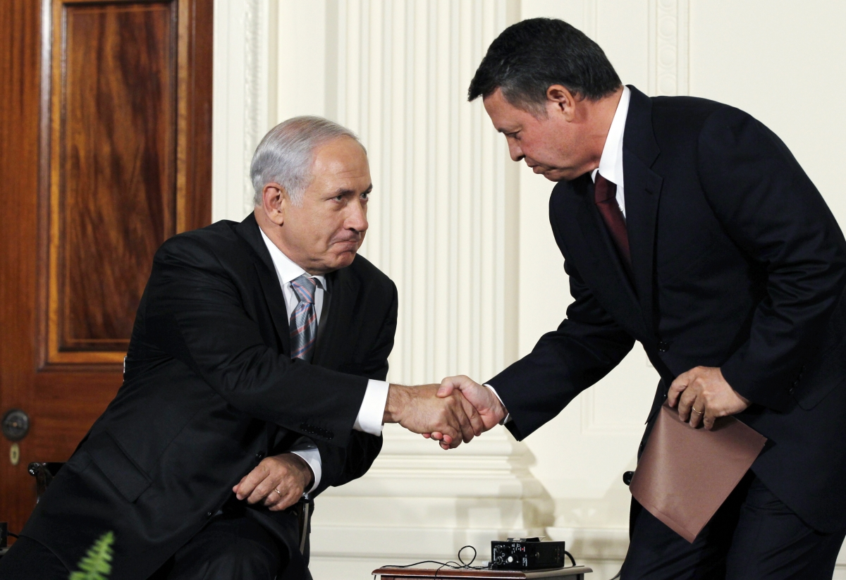 Israeli PM Benjamin Netanyahu (L) and King Abdullah II of Jordan (R)