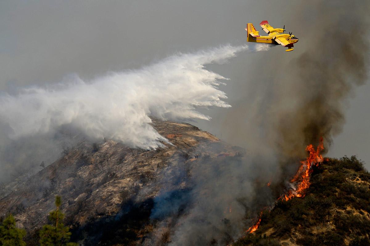 california fires plane
