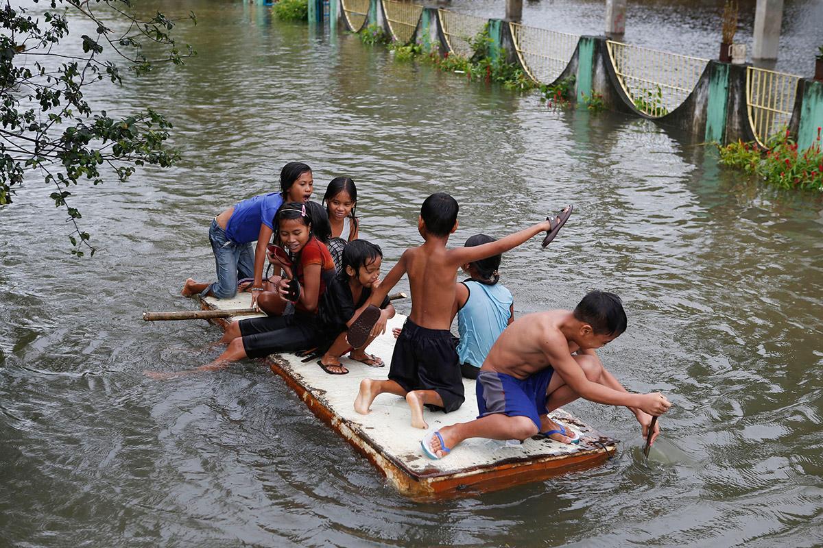 philippines flood raft