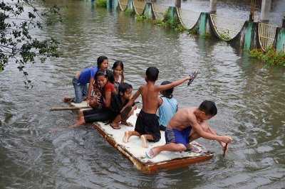 philippines flood raft