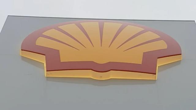 Shell Shares Plunge on Profit Warning
