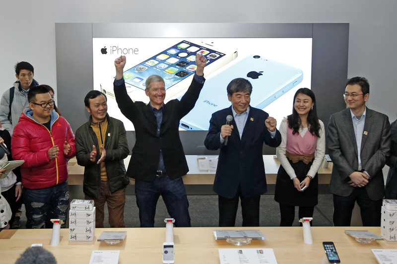 Tim Cook in Beijing for China Mobile's iPhone launch