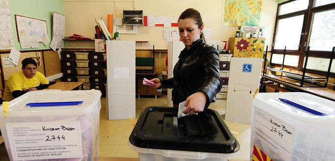 Up to 450,000 Poles are being urged to vote in Britain's EU elections in May.