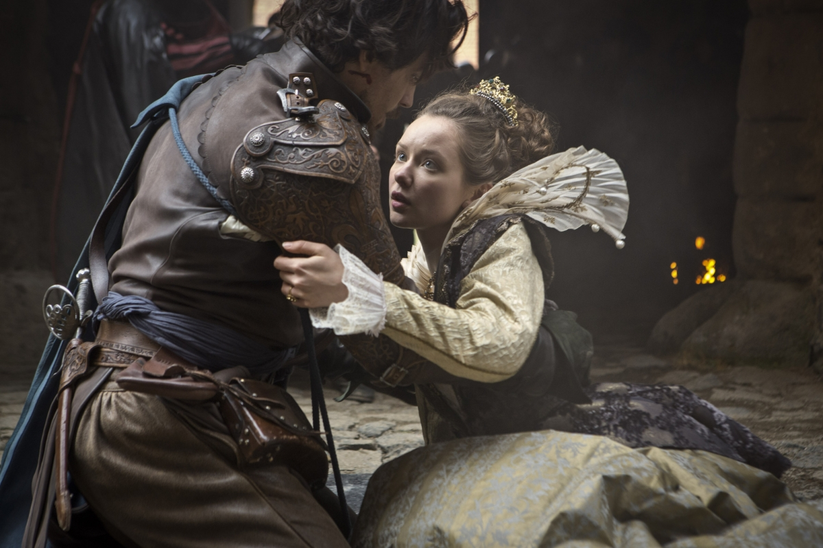 Aramis (Santiago Cabrera) rescues Queen Anne (Alexandra Dowling) in The Musketeers