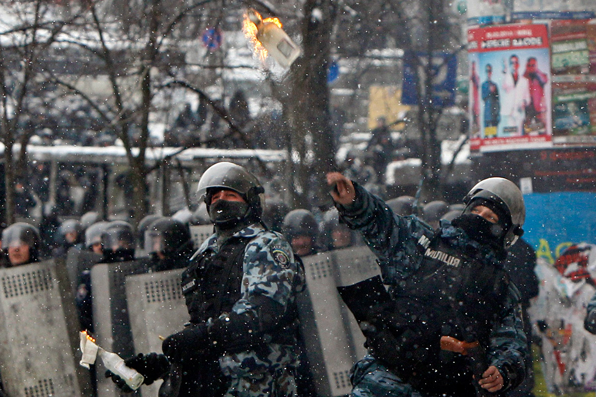 police throw petrol bomb Ukraine