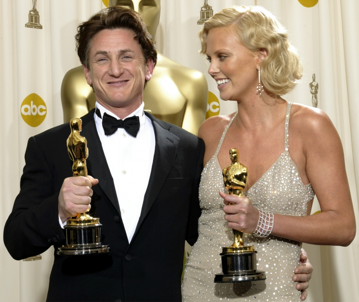 Is charlize theron dating sean penn