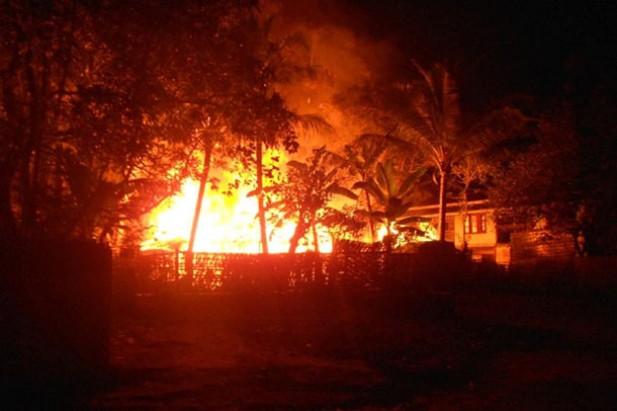 Myanmar Police Burn Down Rohingya Homes In Rakhine State