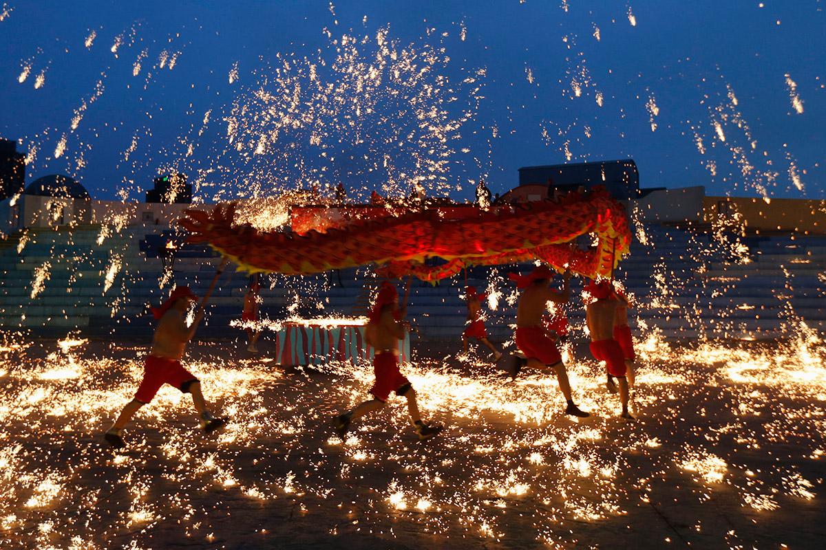 fireworks dragon