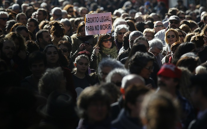 Thousands protest in Madrid against Spain's proposed anti-abortion law.
