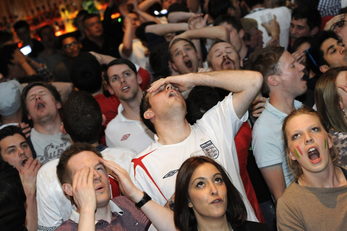 England fans in a London pub