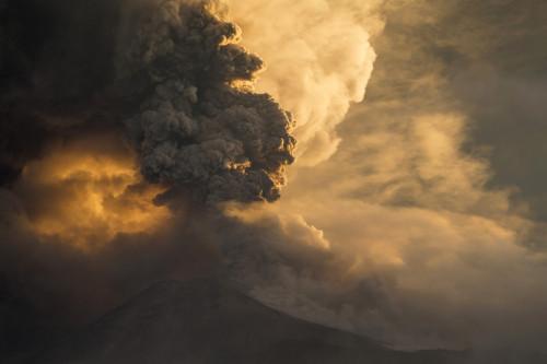 Tungurahua volcano is maintaining a