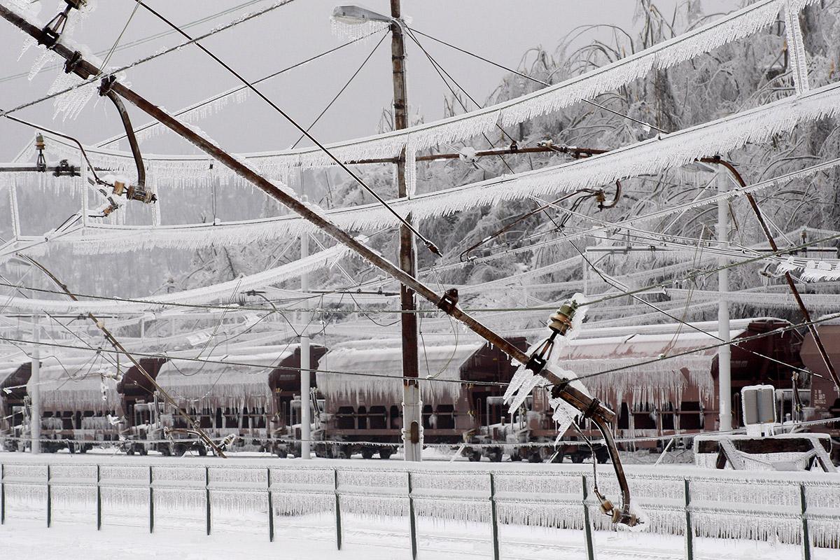 rail power lines